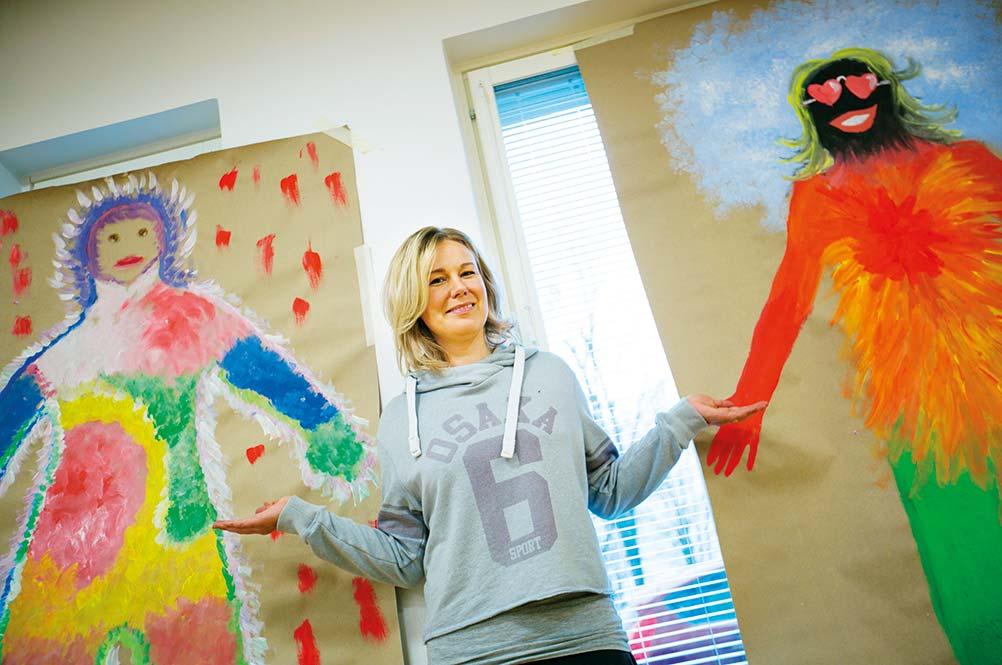 Emelie Hindsberg-Lipponen är en av många vårdare som genom projektet får prova på nya arbetssätt i vården.